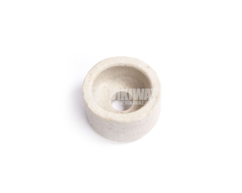 Porcelain insulator for low voltage system